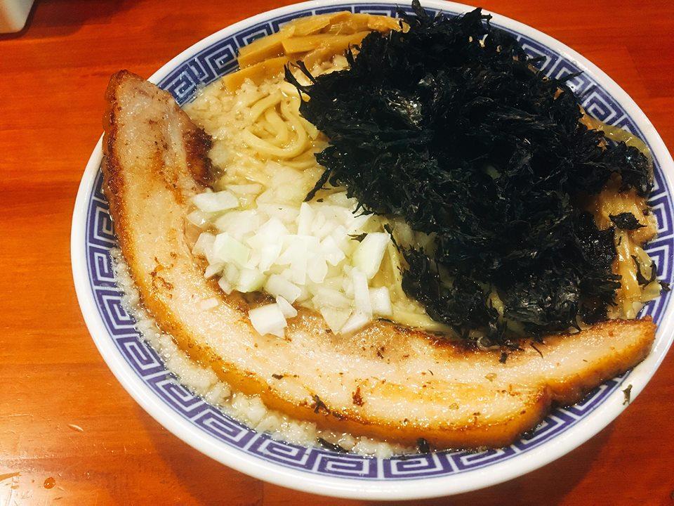 新潟ラーメンなおじ 魚介スープには定番の黒海苔