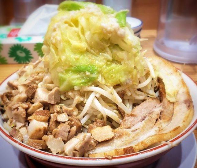 なおじ足立六町店 器からはみ出しそうなほどの肉量がたまりません!!