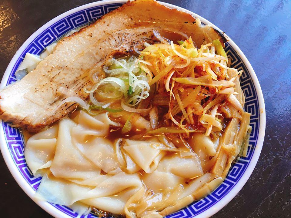 【総本店】熟成醤油ワンタン麺に、辛ネギをトッピング!