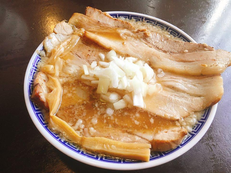【総本店】背脂中華特チャーシュー麺♪